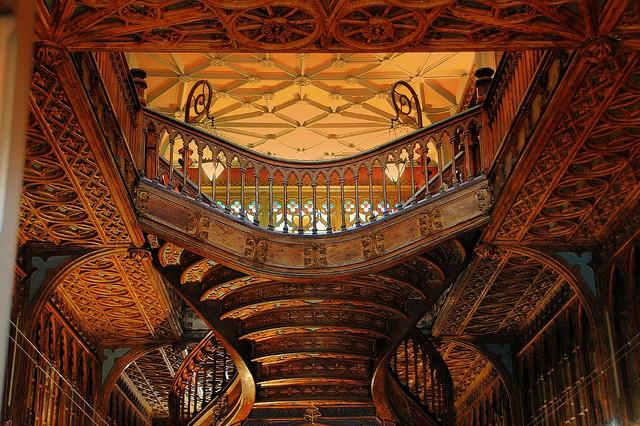 Livreria bookshop in Porto with staircase