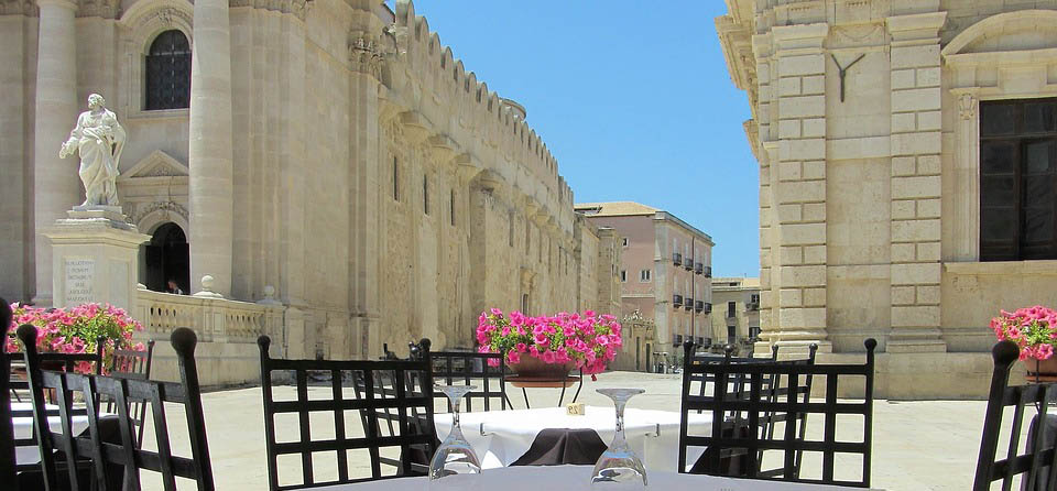Sicily to Malta sketching tour with Ian Fennelly