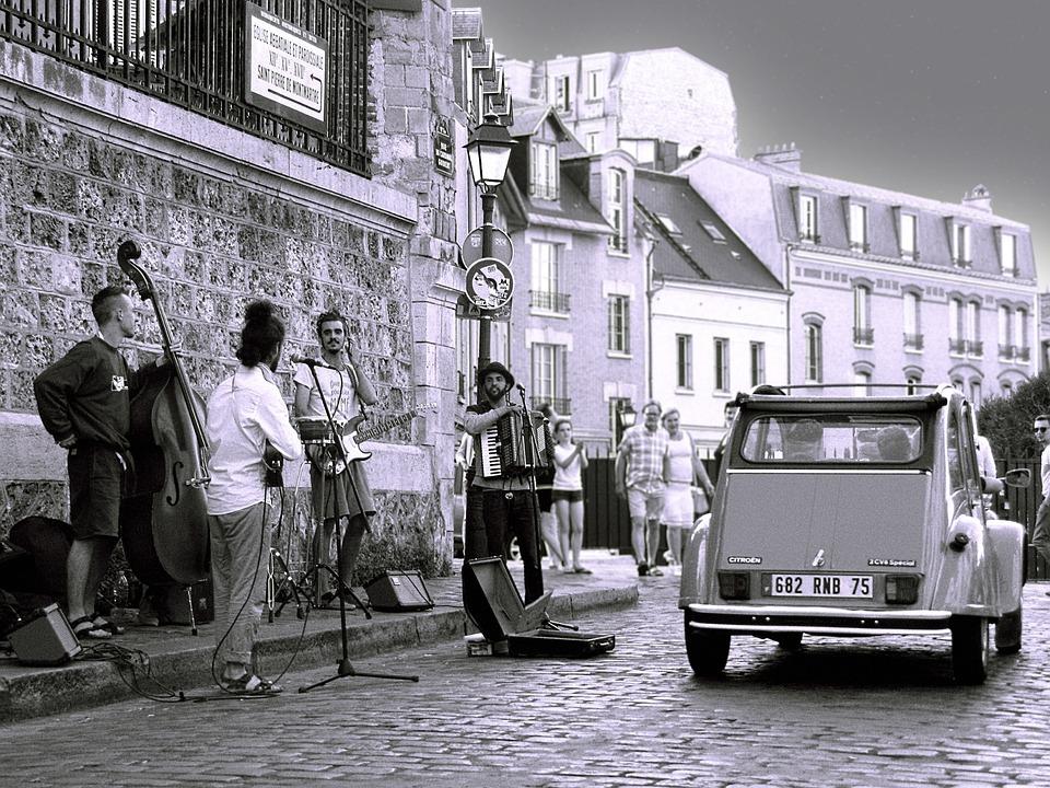 Paris deux chevaux car in Montmartre